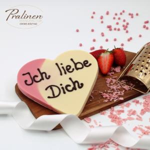 schokoladenherz, erdbeer-sahne, valetinsgeschenk, schokoladenfiguren, geschenk für valentinstag, geschenk liebe